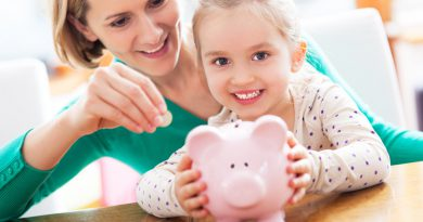 Как научить ребенка правильно относиться к деньгам