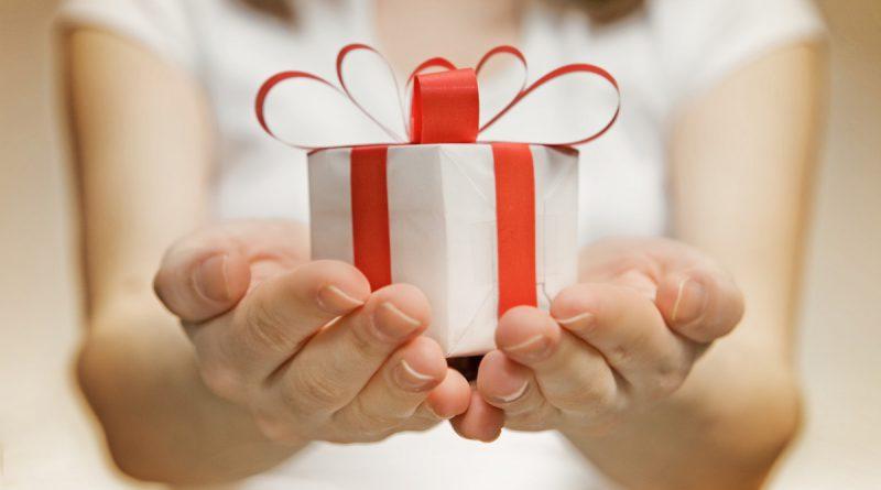 Как дарить подарки на Новый год оригинально