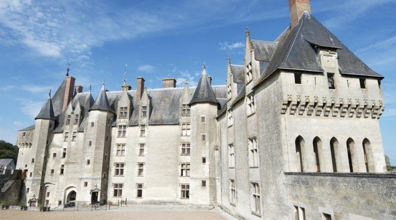 Замок Ланжэ во Франции
