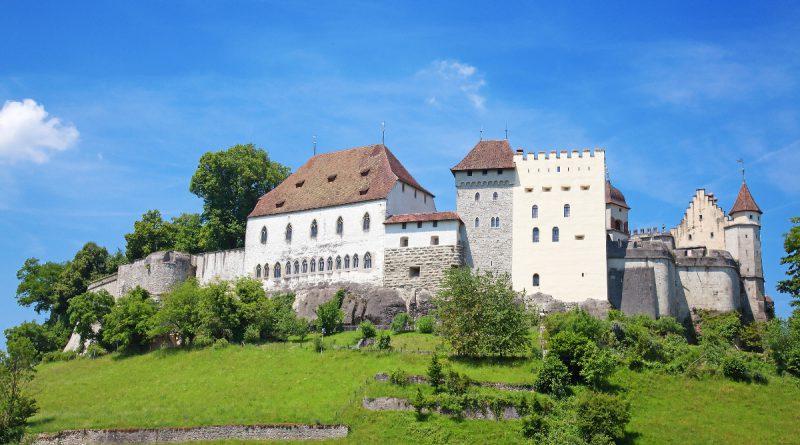 Замок Ленцбурга в Швейцарии